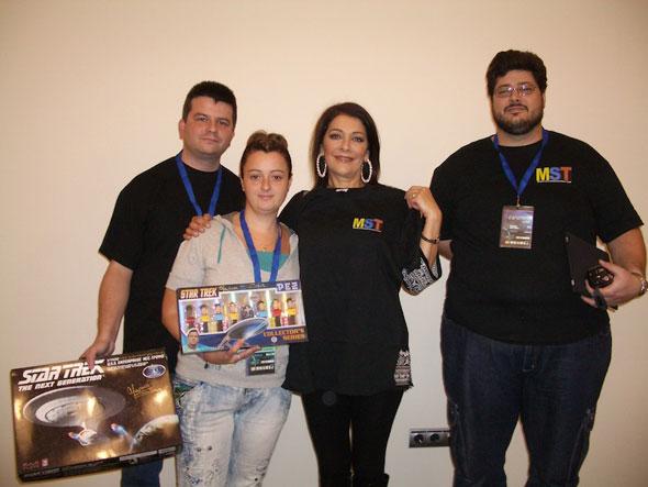 Iván y sus colaboradores junto a Marina Sirtis(Centro),la Consejera Deanna Troi de TNG