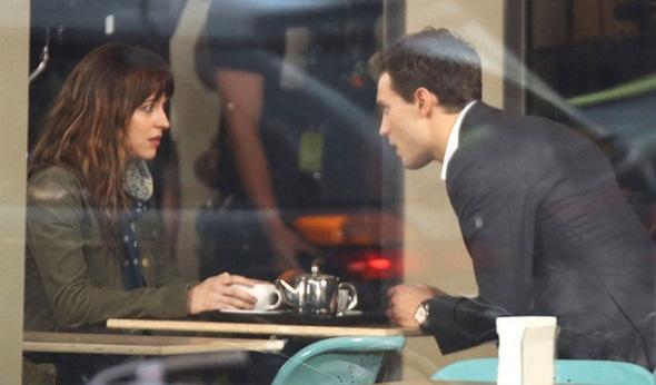Dakota Johnson y Jamie Dornan en '50 sombras de Grey'