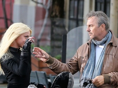 Kevin Costner y Amber Heard en 'Three days to kill'