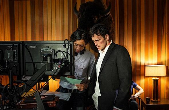 Shyamalan dirigiendo a Matt Dillon en 'Wayward Pines'