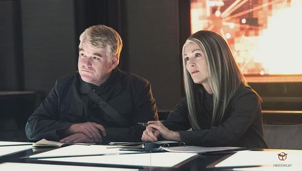 Philip Seymour Hoffman y Julianne Moore en 'Los juegos del hambre: Sinsajo- Parte 1'