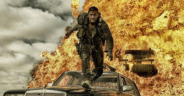 Tom Hardy huye de las llamas en 'Mad Max: Fury road'