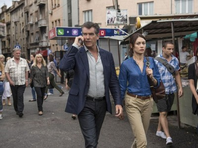 Pierce Brosnan y Olga Kurylenko en 'November man'