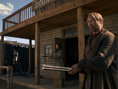 Mads Mikkelsen y Eva Green en 'The salvation'