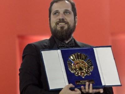 Carlos Vermut recogiendo el premio