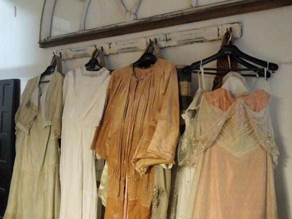 Algunos de los preciosos vestidos de la Sastrería Cornejo para 'Downton Abbey'