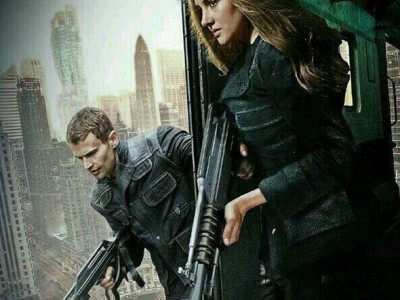 Shailene Woodley y Theo James en una imagen de 'Insurgente'