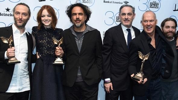 El equipo de 'Birdman' posa con sus premios