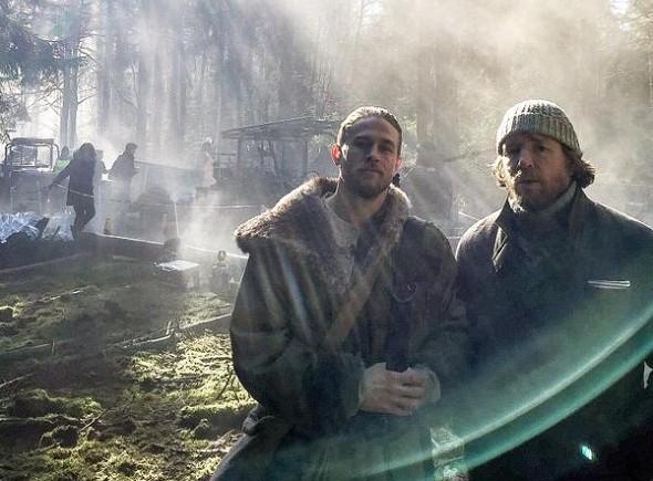 Hunnam y Ritchie en el rodaje de 'Knights of the round table'