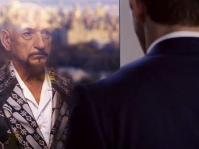 Ryan Reynolds ve a Ben Kingsley en el espejo