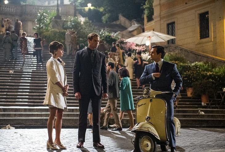 El trío protagonista al más puro estilo de 'Vacaciones en Roma'