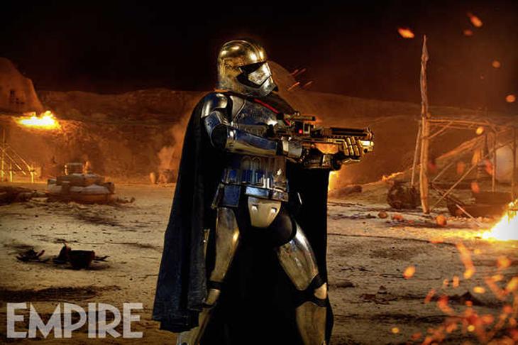 Star Wars: El despertar de la Fuerza Capitana Phasma en acción