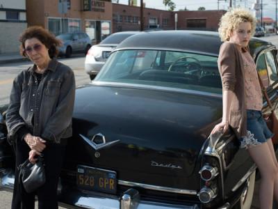 Julia Garner como Sage y Lily Tomlin como Elle en Grandma