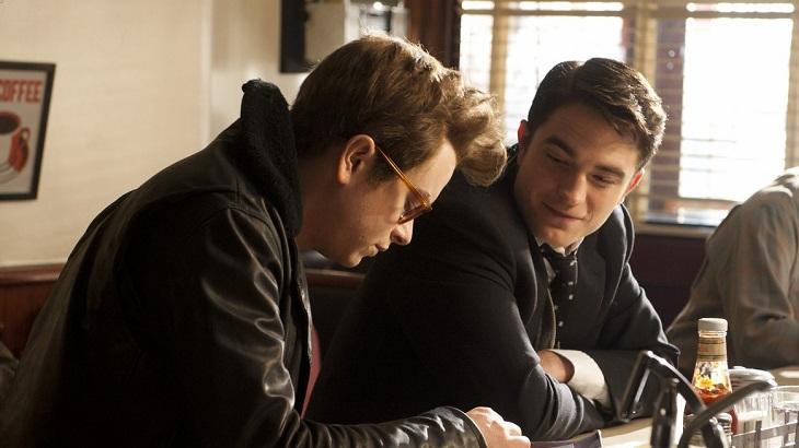 DeHaan y Pattinson en la película
