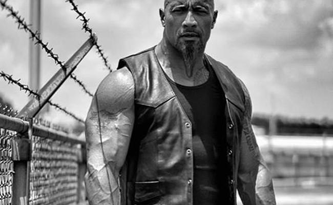 Dwayne Johnson como Hobbs en Furious 8 destacada