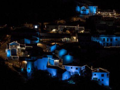 El Pueblo Pitufo brilla más que nunca, os enseñamos su recién inaugurado alumbrado navideño